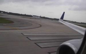 شاهد لحظة اصطدام طائرتين مدنيتين بمطار أتاتورك الدولي بتركيا