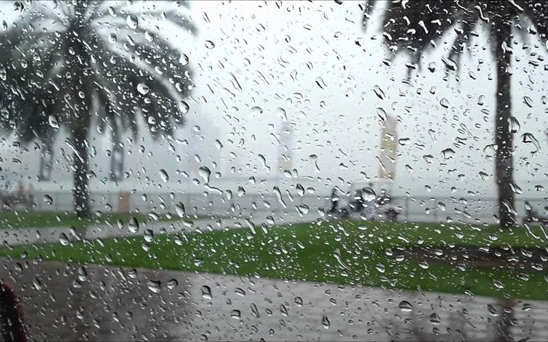مديرية الأرصاد تحذر المغاربة: تَقَلّبٌ في الطقس إلى أمطار رعدية قوية بهذه المناطق