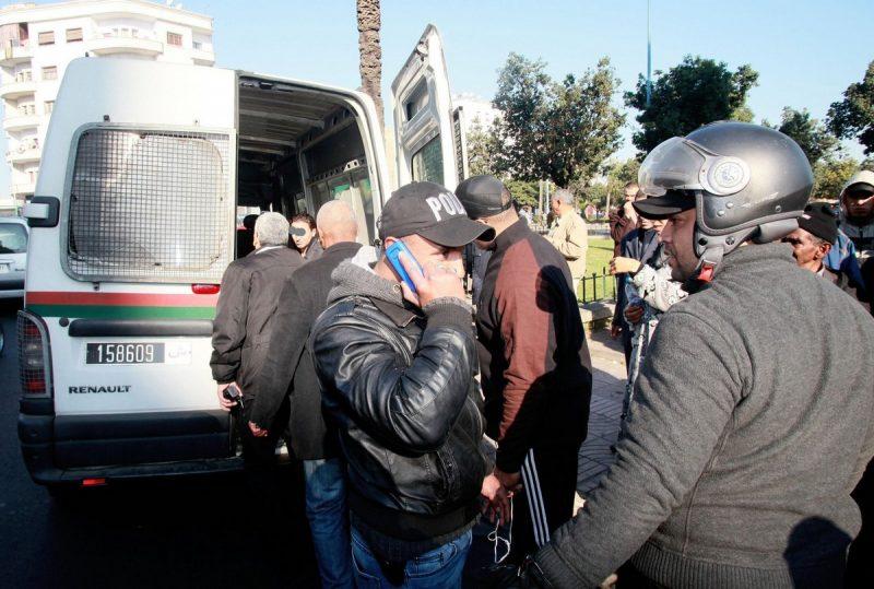 مواطنون يضبطون أمنيّا برتبة 'مقدم شرطة' حاول الهروب من فيلا بالدار البيضاء