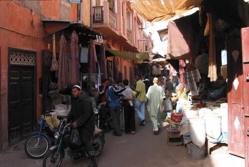 الطريق إلى 'لويزا ومارين'، هكذا شكّلت الأحياء البائسة في مراكش أرضاً خصبة للتطرّف