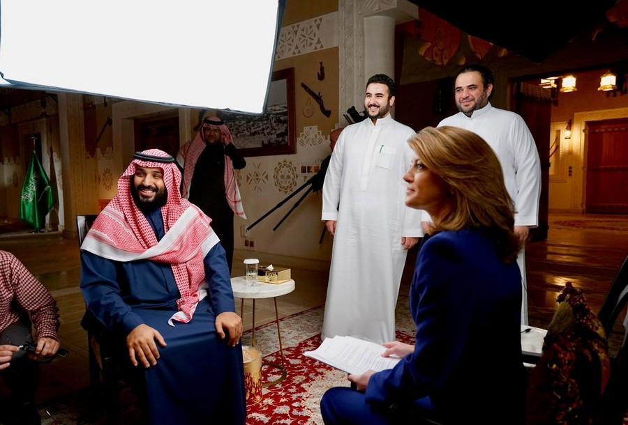 ظهور سارة بنت مشهور.. أول خروج علني لزوجة بن سلمان، وهؤلاء أولادها الأربعة