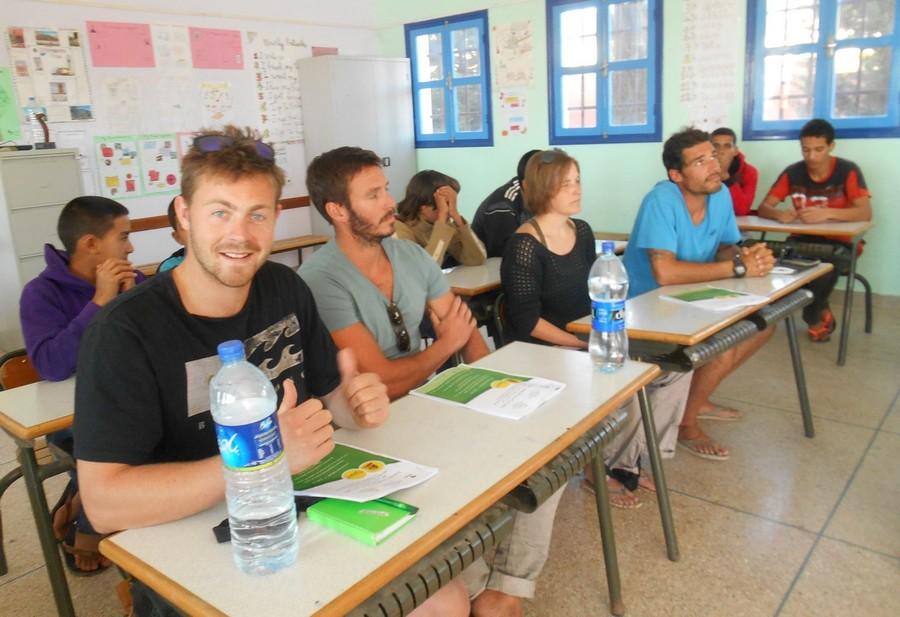 خبر سار للأساتذة والتلاميذ.. المغرب يستعين ببريطانيا لتدريس الإنجليزية بالشعب العلمية