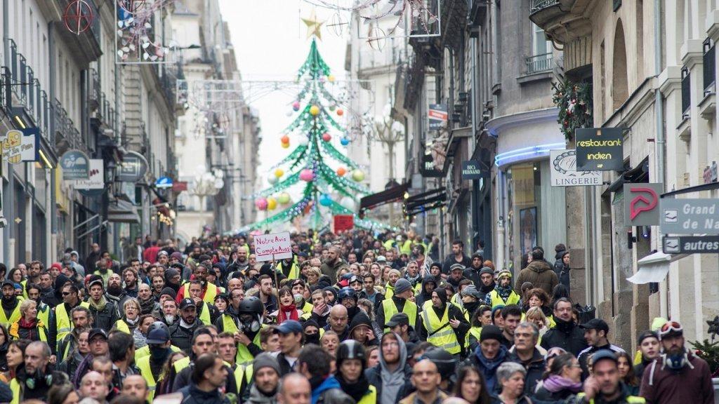 في محاولة  لاستنهاض حركتهم.. أصحاب 'السترات الصفراء' يعودون للاحتجاج في فرنسا