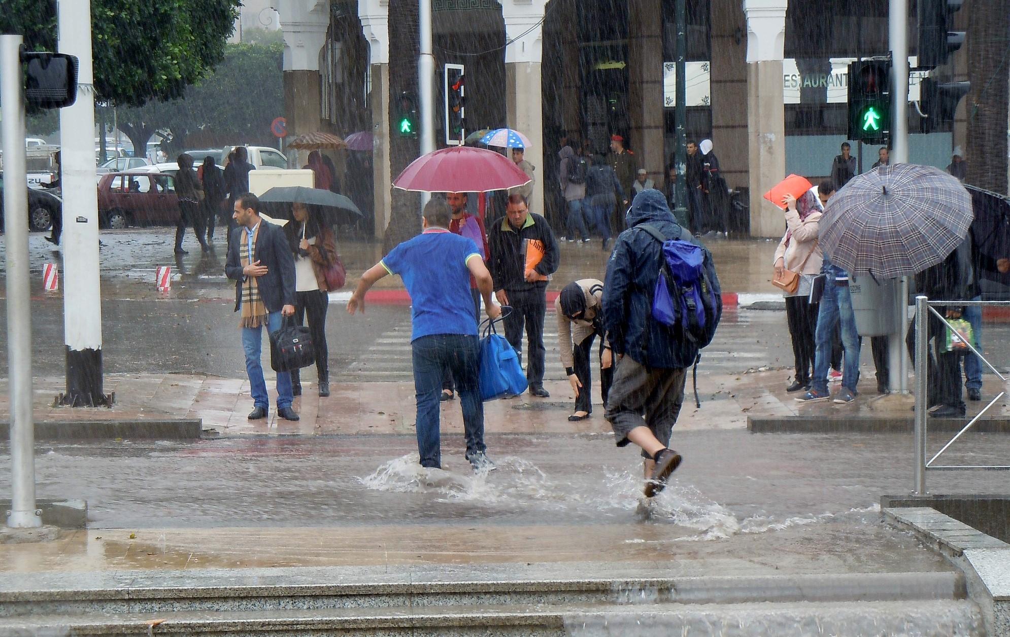 طقس الخميس.. أمطار متفرقة واستمرار الأجواء الباردة