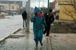 الأرصاد الجوية تحذر المغاربة.. رياح قوية وأمطار رعدية تصل إلى 80 ملم بهذه المناطق
