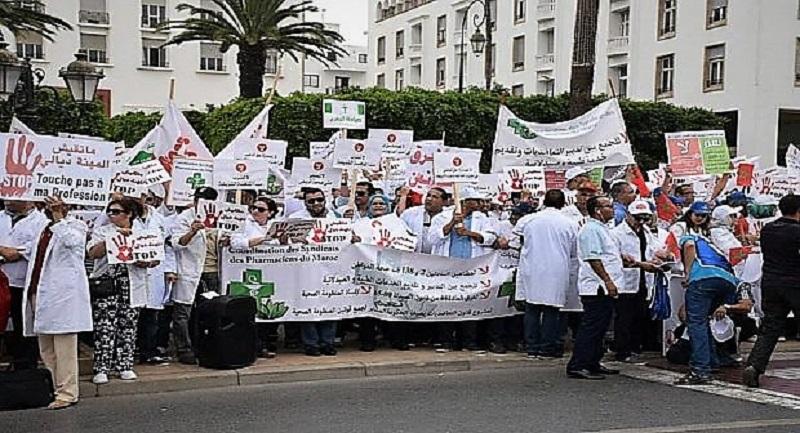 الإفلاس وفقدان الأمل يدفع الصيادلة للاحتجاج أمام مقر الأمانة العامة بالرباط