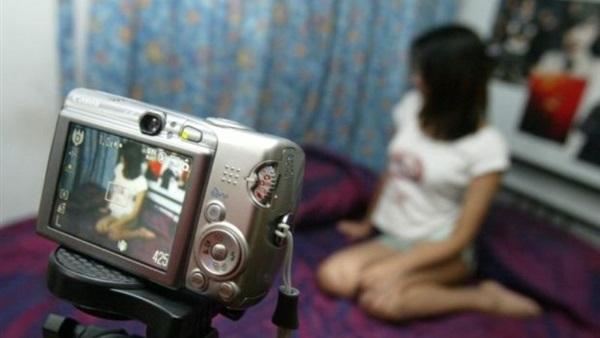 مقابل تصوير فيديوهات إباحية.. هكذا يتم ابتزاز مغاربة لأجل 'الحريك' لأوروبا