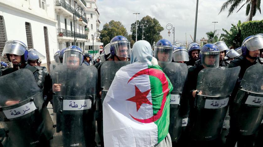 استنكار حقوقي لصمت 'نظام تبون' واستمرار اعتقال وقمع المتظاهرين بالجزائر