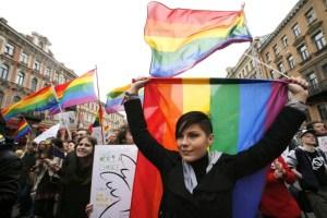 """وزيرة فرنسية تدعو أئمة المساجد لقبول """"زواج المثليين"""".. ومسجد باريس: احتقار للدين"""