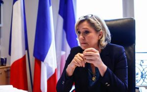 لوبان تدعو لنزع الجنسية الفرنسية من الجزائريين بعد احتفالهم ببطل افريقيا