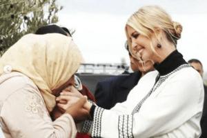 قبلة سيدة قروية ليد إيفانكا ترامب تقسم 'مغاربة الفيسبوك'!!