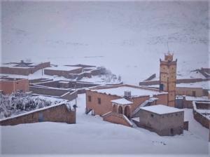 طقس الجمعة.. أجواء باردة مع نزول أمطار رعدية وثلوج بهذه المناطق