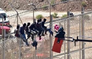إجهاض مخطط لتسلق 'حراكة' للسياج الحديدي بين الناظور ومليلية