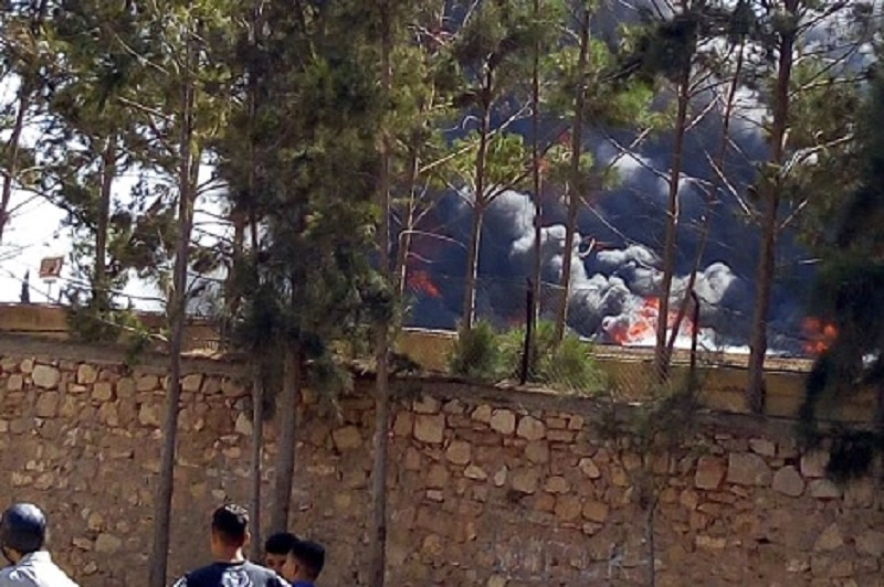 حريق يلتهم متلاشيات بمستودع ثكنة عسكرية في أكادير (فيديو)