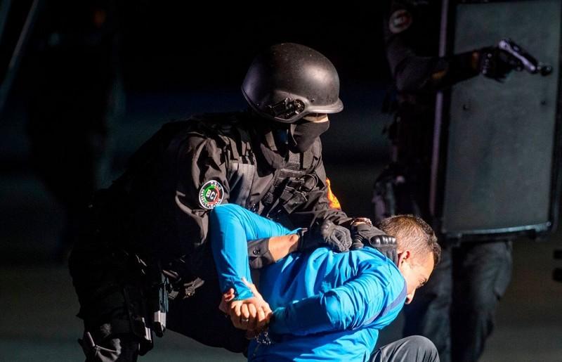 شرطي يشهر سلاحه الوظيفي لتوقيف شقيقين من ذوي السوابق بالبيضاء