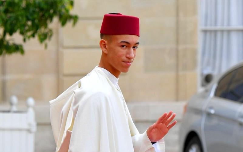 طلبة جدد يرافقون الأمير مولاي الحسن في متابعة دراسته العليا في مدرسة الحكامة