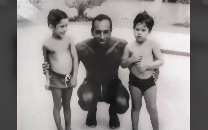 صورة نادرة للملك طفلاً في الستينات تثير تفاعلا كبيرا للمغاربة.. والأمير هشام: كنا نتعلم السباحة (التفاصيل)