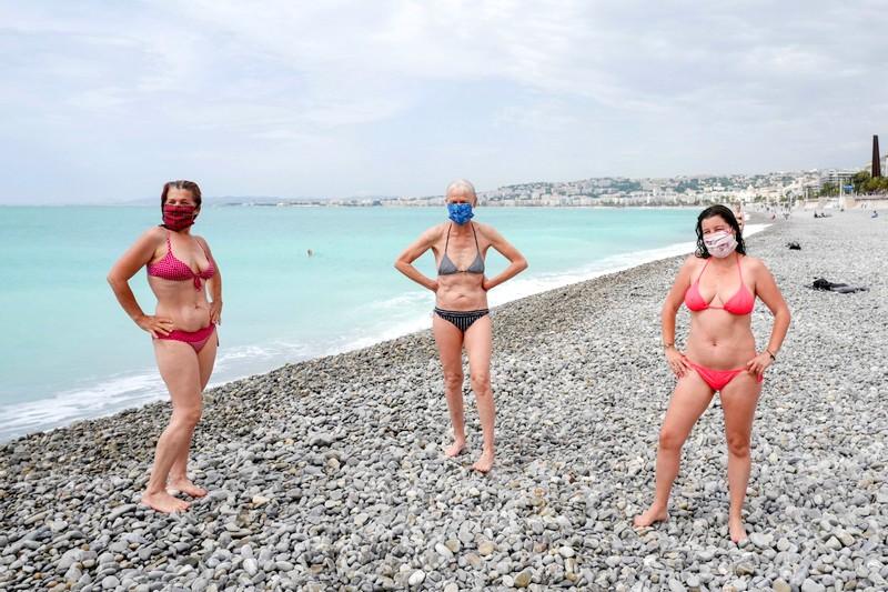 بعد لغط كبير. الداخلية تتيح استجمام النساء بصدور عارية في شواطئ فرنسا