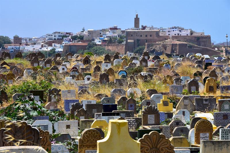 برلماني يساري يثير إشكالا دينياً ويطالب التوفيق بالسماح للمغربيات بدخول المقابر