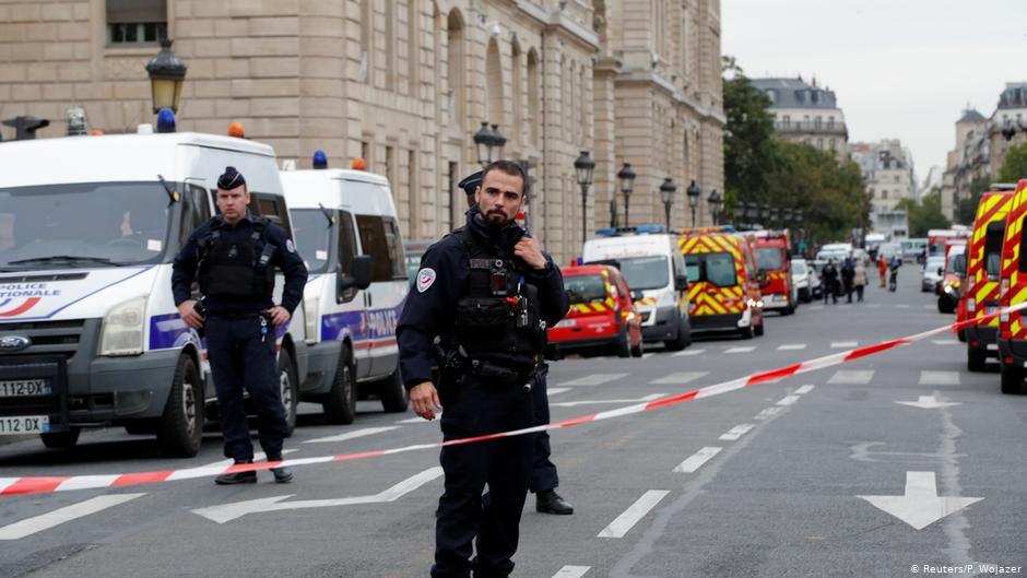 فرنسا مرة أخرى.. إصابة قس بجروح رمياً بالرصاص والمنفذ يلوذ بالفرار