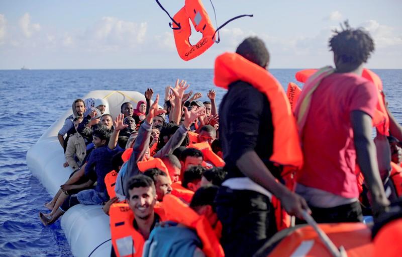 'حراكة' مغاربة عالقون في مخيمات جزر الكناري غاضبون من حكومة إسبانيا