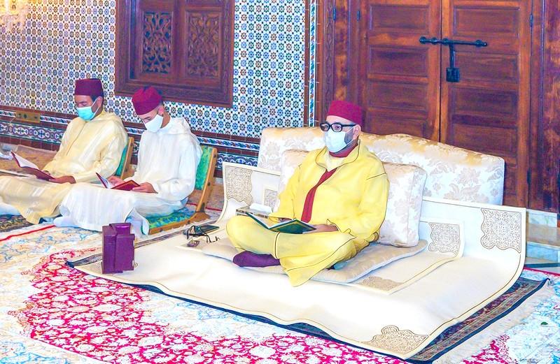 الملك يحيي ليلة المولد النبوي رفقة مولاي الحسن ومولاي رشيد باحترام للتدابير الوقائية من كورونا