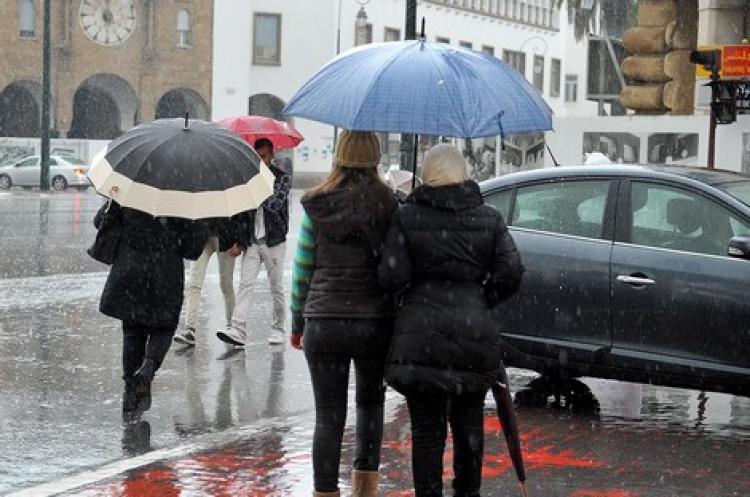 طقس الجمعة | أمطار رعدية وتساقطات ثلجية مرتقبة بعدد من المناطق بالمملكة