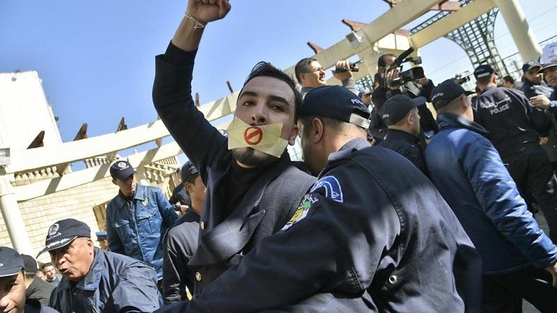 النظام الجزائري يحجب مواقع إخبارية. ومراسلون بلا حدود: قمع الأصوات الناقدة يتزايد