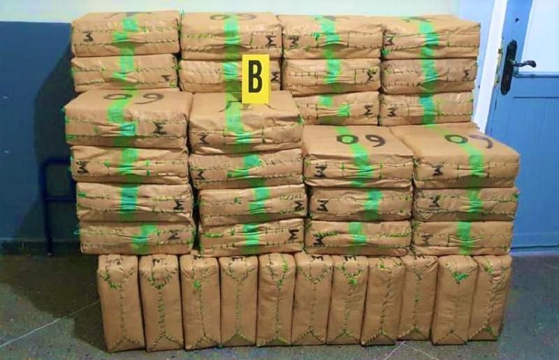 """أكادير. تنسيق أمني يجهض عملية لتهريب 2 طن من """"الحشيش"""" وإعتقال 6 أشخاص"""