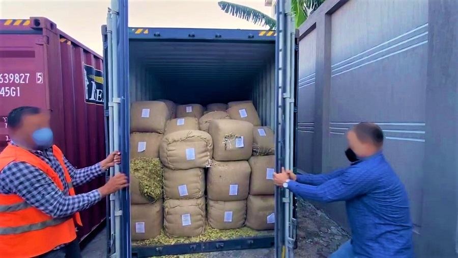 """القنيطرة. تنسيق أمني يقود لحجز  6 أطنان من """"الحشيش"""" بورشة لصناعة الحاويات"""