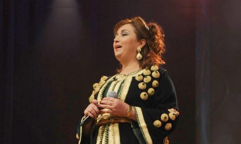 المطربة نادية أيوب تتصالح مع الجمهور المغربي بـ'الساعة لله'