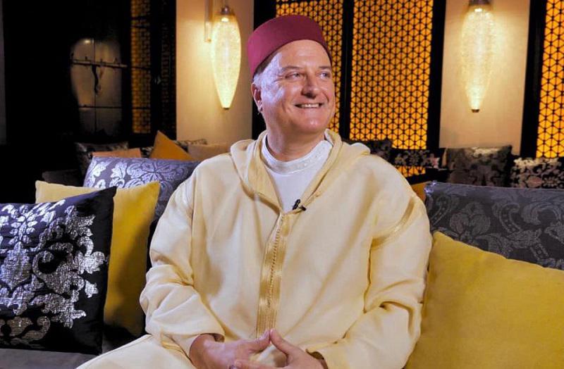 بالجلباب التقليدي.. ممثل اسرائيل بالرباط: التراث والثقافة في المغرب كنز لا يفنى
