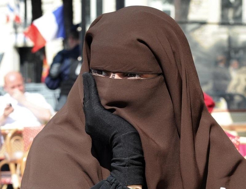 """النواب الفرنسيون يصوتون على مشروع قانون """"الانفصال الإسلامي"""" المثير للجدل"""