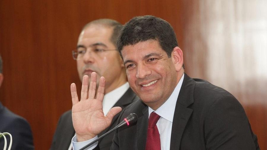"""كان في طريقه إلى دبي.. منع زعيم """"البام"""" السابق الباكوري من مغادرة المغرب"""