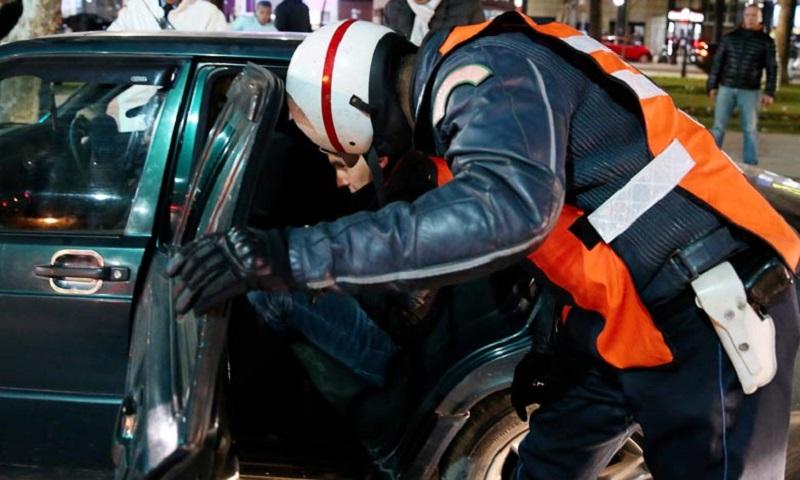 في أحشائهم مخدرات.. اعتقال 18 شخصاً بينهم سيدة داخل ميناء طنجة
