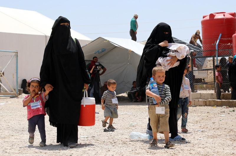 """""""محاكمة أم عفو؟"""".. المغربيات العالقات في مخيم الهول ينتظرن تحديد المصير"""