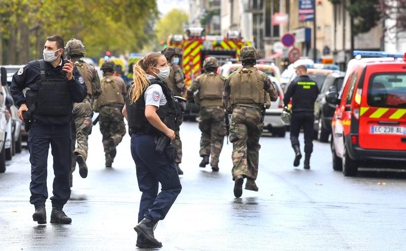 تونسي يقتل شرطية طعناً في فرنسا.. وماكرون: لن نستسلم ضدّ الإرهاب الإسلامي