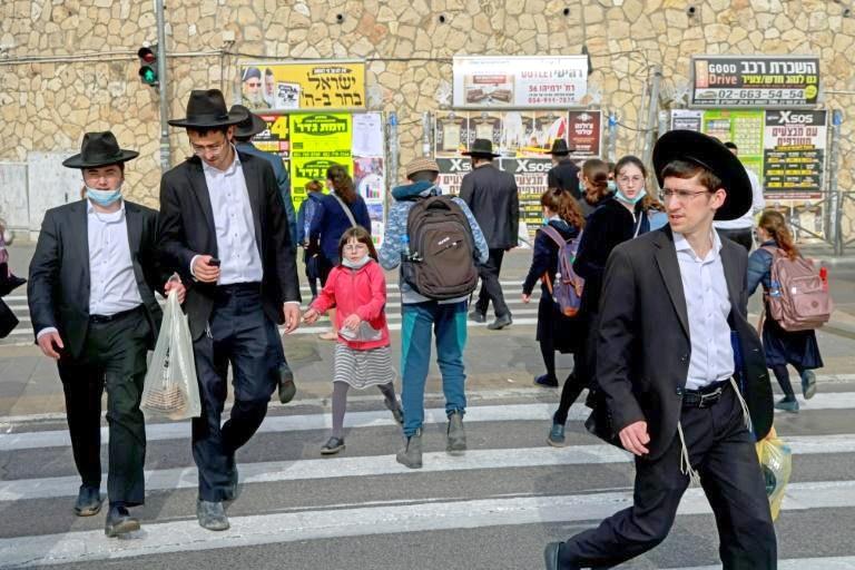 بعد تراجع كورونا.. إسرائيل تلغي الالتزام بارتداء الكمامة في الأماكن المفتوحة