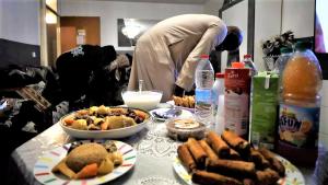 مسلمو فرنسا.. رمضان بطعم الحجر الصحي للعام الثاني على التوالي