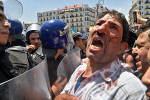 رغم القمع.. الجزائريون يواصلون الاحتجاج في الجمعة 117 من الحراك