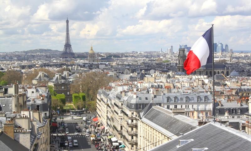 الخطاب السياسي والإعلامي في فرنسا يؤجج الإسلاموفوبيا والاعتداء على المسلمين