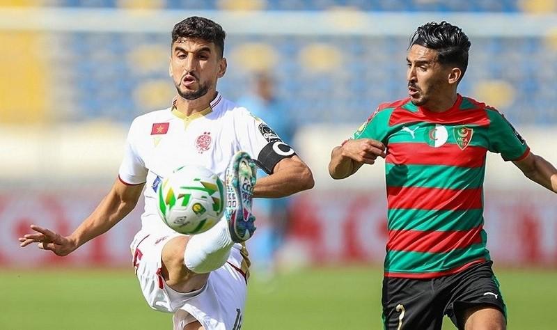 """""""الكاف"""" يعاقب مولودية الجزائر بعد أحداث مباراة الوداد بـ'أبطال افريقيا'"""