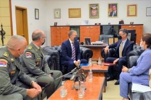 سفير المغرب يلتقي وزير الدفاع الصربي لتكثيف التعاون في مجال الصناعة العسكرية
