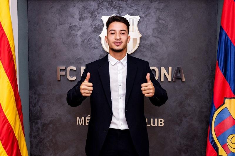 برشلونة يجدد عقد نجمه المغربي زكرياء غيلان حتى عام 2024