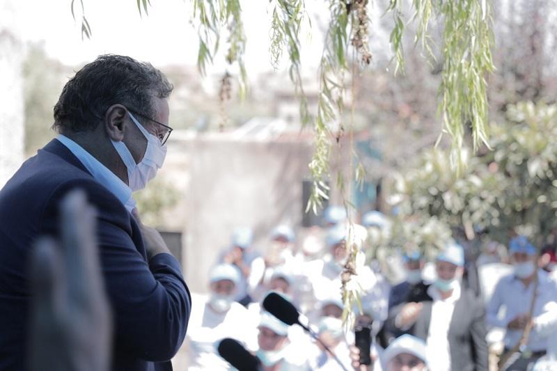 ساكنة دمنات تستقبل أخنوش بحرارة، وتؤكد: أحدث ثورة في العمل السياسي
