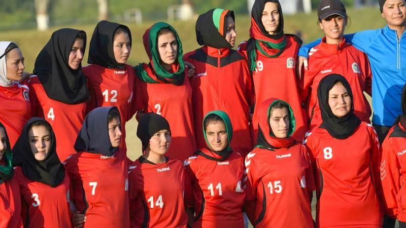 لاعبات الكرة الأفغانيات يختبئن من طالبان… و'فيفا' يناشد بإنقاذهن