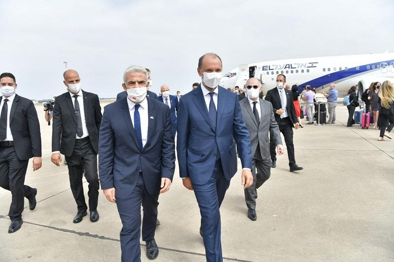 الزيارة الأولى من نوعها.. وزير خارجية إسرائيل يصل إلى المغرب (صور)