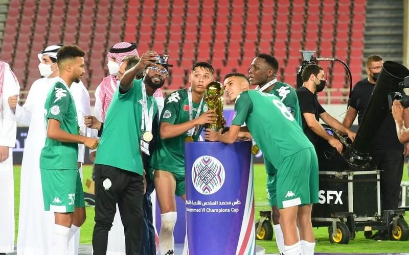 الرجاء يمنح لاعبيه مكافأة مالية مهمة بعد تحقيق كأس الأندية الأبطال