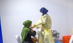 وزارة الصحة تدعو المغاربة 'الممتنعين' عن اللقاح إلى الإسراع في أخذ الجرعتين