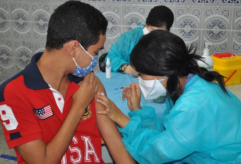 الملقحون المغاربة بالجرعة الثالثة يقتربون من نصف مليون.. والإصابات بكورونا تستمر في الانخفاض